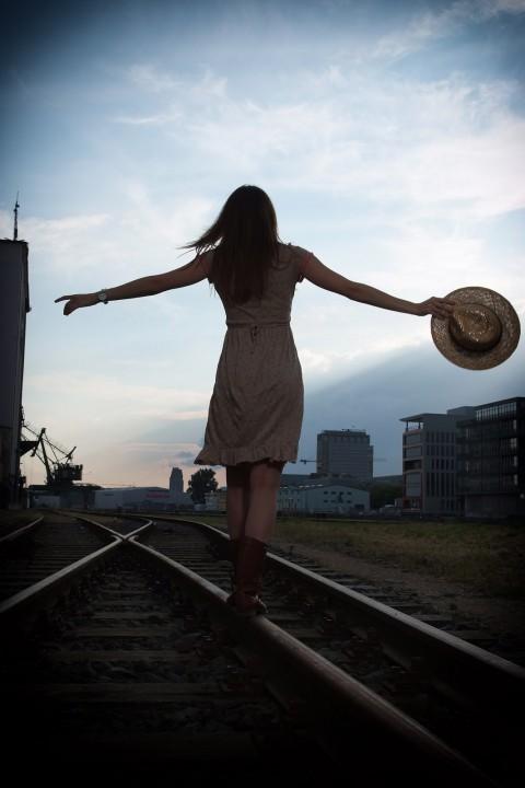 Iza-Outdoor-Rails